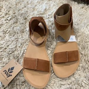 NEVER WORN Reef ankle strap sandals